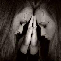抑うつや不安感のために気分が落ち込みやすい人とは?